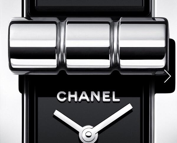 9c9d78e21e8f シャネルの2.55バックの開閉部分を模したクラスプによって、ダイヤルを覗かせたり隠したりできます。
