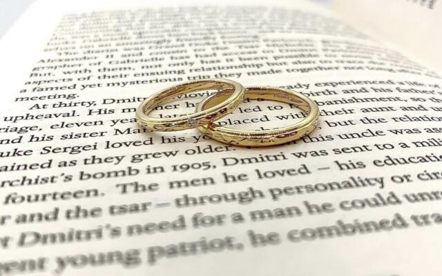 お洒落カップル様大注目!ゴールドの結婚指輪